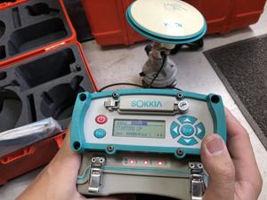 GPS測量機の検品風景